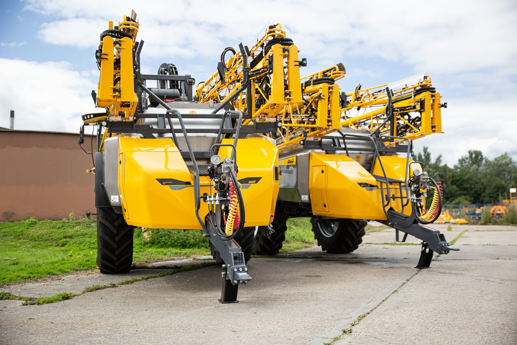 Sprayer Specification – A Pair of PWM Trailed Machines